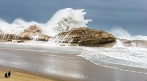Huge Waves little people by Stewart Watson — Projim WINNER